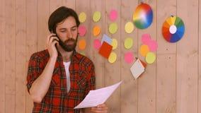 Przypadkowy modnisia projektant na telefonie zbiory