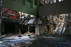 Przypalać resztki palący puszek i ruiny Fotografia Royalty Free