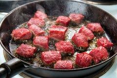 Przypalać wołowina sześciany obrazy stock