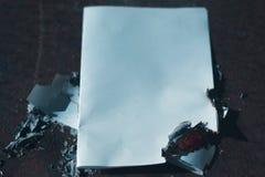 Przypalał papierowego prześcieradło na zmroku Fotografia Stock
