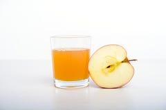 Przyrodni jabłko z szkłem naturalnie chmurny sok Obraz Stock