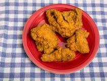 Przyrodni kurczak na rewolucjonistka talerzu Fotografia Royalty Free