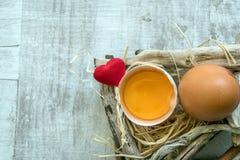 Przyrodni Rżnięty jajka i serca symbol Obraz Stock