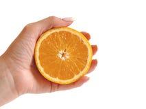 przyrodni wręcza jej pomarańcze Zdjęcie Royalty Free