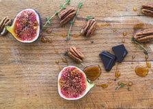 Przyrodnia figa z czekolada miodem i kawałkami Obrazy Stock