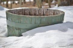Przyrodnia plantator baryłka w śniegu Obraz Stock