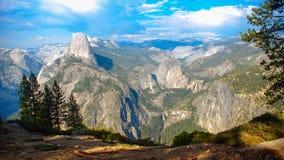 Przyrodniej kopuły Yosemite lodowa Dolinny punkt w Yosemite obywatela normie obrazy stock