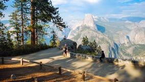 Przyrodniej kopuły Yosemite lodowa Dolinny punkt w Yosemite obywatela normie zdjęcia stock