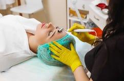 Przyrząd jest twarzowym kosmetologią Fotografia Stock