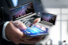Przyrząda lubią smartphone, pastylkę lub komputer lata nad connecti, fotografia stock
