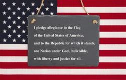 Przyrzeczenie hołdownictwo na flaga obraz stock