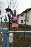 Przyschnięta dziecka ` s trykotowa rękawiczka obrazy royalty free
