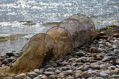 Przyschnięta sieć rybacka na plaży zdjęcia stock