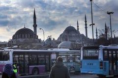 Przystanków Autobusowych meczetów Eminonu Istanbuł ludzie zdjęcie royalty free