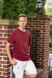 Przystojna chłopiec pozuje w parku Zdjęcie Royalty Free