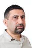 Przystojna indyjska mężczyzna twarzy fotografia z ostrożnym spojrzeniem Fotografia Royalty Free