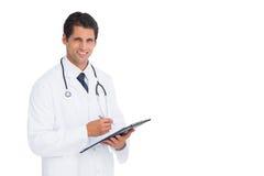 Przystojna lekarka trzyma pióro i schowek zdjęcie royalty free