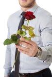 Przystojna mężczyzna mienia czerwieni róża Fotografia Royalty Free