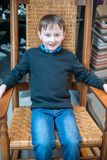 Przystojna młoda chłopiec siedzi w krześle wszystko ubierającym up dla Wielkanocnych wakacji Zdjęcie Stock