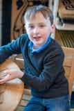 Przystojna młoda chłopiec siedzi w krześle wszystko ubierającym up dla Wielkanocnych wakacji Zdjęcie Royalty Free