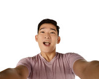 Przystojna młodego człowieka mienia kamera i robić selfie Zdjęcia Royalty Free