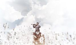 Przystojna skrzypaczki sztuka jego symbole i melodia lata wokoło w powietrzu fotografia stock