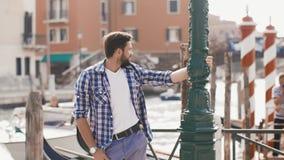 Przystojna Turystyczna mężczyzna podróż w Wenecja, Włochy zbiory