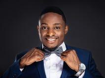 Przystojnego amerykanina afrykańskiego pochodzenia elegancki mężczyzna Fotografia Stock