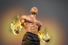 Przystojnej władzy mężczyzna sportowy bodybuilder fotografia stock
