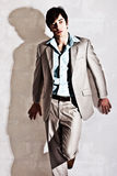 przystojni mężczyzna kostiumu potomstwa Fotografia Stock