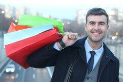 Przystojni mężczyzna mienia torba na zakupy zdjęcie royalty free