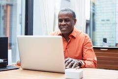 Przystojny Afro amerykanina biznesmen Zdjęcia Stock
