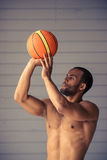 Przystojny Afro amerykanina sportowiec Zdjęcia Royalty Free