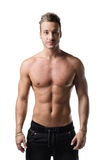 Przystojny bez koszuli młody człowiek z mięśniowym ciałem, odizolowywającym Zdjęcia Royalty Free