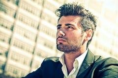 przystojny biznesmena główkowanie Mężczyzna patrzeć Fotografia Stock
