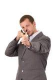 Przystojny biznesowego mężczyzna skoncentrowany celowanie a zdjęcie royalty free