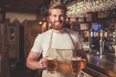 Przystojny brodaty barman fotografia stock