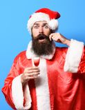 Przystojny brodaty Santa Claus mężczyzna zdjęcia stock