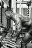 Przystojny czarny męski bodybuilder odpoczywa póżniej Fotografia Royalty Free