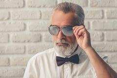 Przystojny elegancki dorośleć mężczyzna Fotografia Stock