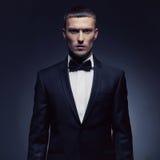 Przystojny elegancki mężczyzna obrazy stock