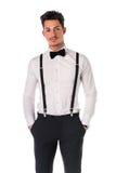 Przystojny elegancki młody człowiek z garniturem Fotografia Royalty Free