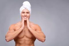 Przystojny facet po prysznic Obrazy Stock
