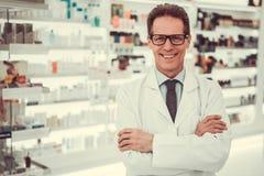 Przystojny farmaceuty działanie Obrazy Royalty Free