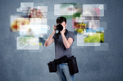 Przystojny fotograf z kamerą Zdjęcie Stock