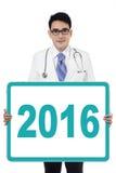 Przystojny lekarka seans liczba 2016 Fotografia Royalty Free