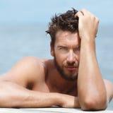 Przystojny mężczyzna bez koszula Pozuje przy morzem Zdjęcie Royalty Free