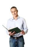 Przystojny mężczyzna czyta jego rozkład Zdjęcie Stock