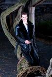 przystojny mężczyzna drzewo zdjęcie stock