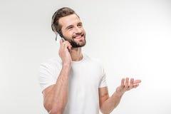 Przystojny mężczyzna używa smartphone Obraz Stock